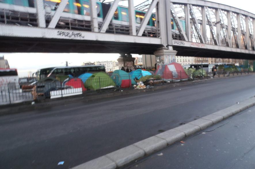 migrants, La Chapelle