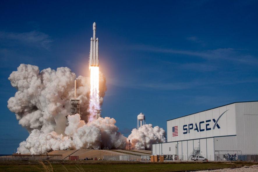 SpaceX, tourisme spatial